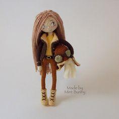 Авиаторша будет выставлена на аукцион в профиле @handmade.auctions 15 апреля, в среду. Начальная цена 500 р, старт в 11 часов по Москве, длительность аукциона - сутки. #doll#crochetdoll#handmade #handmadedoll#muñeca#crochet#weamiguru#amigurumi#amigurumidoll#mintbunnydolls#кукла#хобби#ручнаяработа#амигурумикукла#вязание#вязаниекрючком#кукларучнойработы#вяжутнетолькобабушки#hechoamano #вязанаякукла#аукцион ♡