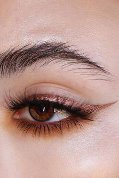 Metallic Eyeliner Is the Beauty Look You'll Be Wearing to Every Festive Party #BeautyHacks Edgy Makeup, Makeup Eye Looks, Eye Makeup Steps, Eye Makeup Art, Pretty Makeup, Skin Makeup, Makeup Inspo, Eyeshadow Makeup, Makeup Inspiration