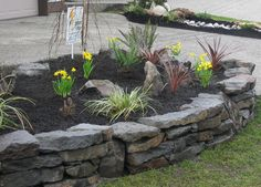 Simple landscape design backyard driveways 24 new ideas Decorative Rock Landscaping, Stone Landscaping, Landscaping With Rocks, Front Yard Landscaping, Dry Stack Stone, Stacked Stone Walls, Rustic Landscape Lighting, Simple Landscape Design, Rock Wall Gardens