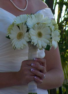 Decorating with daisies | Wedding Decorator Blog