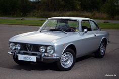 Alfa Romeo 2000 GT Veloce - 1972 Maintenance/restoration of old/vintage vehicles: the material for new cogs/casters/gears/pads could be cast polyamide which I (Cast polyamide) can produce. My contact: tatjana.alic@windowslive.com