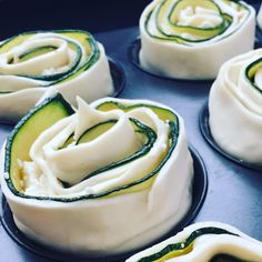 Zucchini puff pastry roses - delicious-addictive- Blätterteig Rosen – lecker-macht-süchtig if you are looking for a great eye-catcher for your next finger food buffet then I have the right one for you. Party Finger Foods, Finger Food Appetizers, Snacks Für Party, Appetizer Recipes, Pastry Recipes, Cake Recipes, Veggie Recipes, Food Network Recipes, The Best