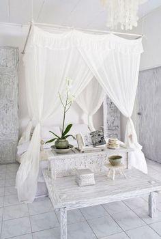 faire soi m me son lit baldaquin des tringles fixer au plafond et un voilage l ger ma. Black Bedroom Furniture Sets. Home Design Ideas