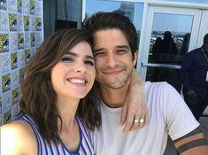 Shelley Hennig & Tyler Posey at San Diego Comic Con on July 2017 Teen Wolf Boys, Teen Wolf Dylan, Teen Wolf Cast, Tyler Posey, Scott Mccall, Mtv, Scott And Malia, Malia Hale, Meninos Teen Wolf