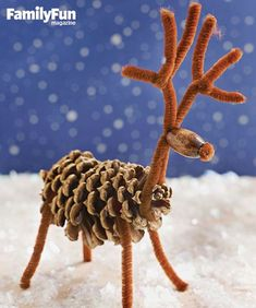 Fun Winter Kids' Crafts Pinecone Reindeer: Pipe cleaners and a wooden bead turn a pinecone into one of Santa's Christmas Eve helpers. Kids Crafts, Pinecone Crafts Kids, Winter Kids, Christmas Crafts For Kids, Holiday Crafts, Christmas Holidays, Pine Cone Crafts For Kids, Winter Camping, Kids Winter Crafts