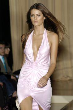 Versace at Milan Fashion Week Spring 2005 - Runway Photos 2000s Fashion, High Fashion, Fashion Show, Fashion Outfits, Fashion Design, Couture Fashion, Runway Fashion, Fashion Models, Milan Fashion