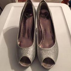 "🎉HP | Sparkly silver formal platforms 🎉HP 12/31  ""GLAMOUR GIRL"" PARTY ✨PICKED BY @srh018 🎉🎉!! 🛍🛍🛍 Only worn once for a couple hours to homecoming. Silver. MADELINE brand! Purchased from a boutique locally called ""I 💗 Shoes"" They have a removable heel pad for comfort. NO TRADES Madeline Shoes Platforms"