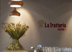 La Trattoria • Ristorante . Pizza . Bar - Ihr Bio-Italiener in München La Trattoria, Bio Restaurant, Munich Food, Salat To Go, Bar, Home Decor, Breakfast In Bed, Italian Man, Homemade Home Decor
