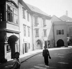 Kolostor utca a Fő tér felől, balra a Kolostor utca 11 sz. (Zichy-palota)