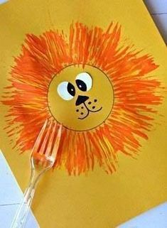 Make a lion craft with your kids using a fork and paint! Cute for a zoo activity… Make a lion craft with your kids using a fork and paint! Cute for a zoo activity. Kids Crafts, Daycare Crafts, Summer Crafts, Preschool Activities, Projects For Kids, Craft Kids, Jungle Activities, Preschool Jungle, Easy Toddler Crafts