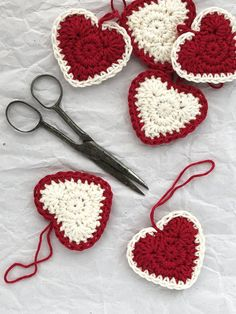 Fun to make, these adorable DIY country style crochet Christmas heart ornaments will make an impressive tree decoration or original handmade present for friends and family. Crochet Christmas Decorations, Homemade Christmas Decorations, Crochet Decoration, Crochet Ornaments, Christmas Crochet Patterns, Holiday Crochet, Diy Christmas Ornaments, Crochet Crafts, Yarn Crafts