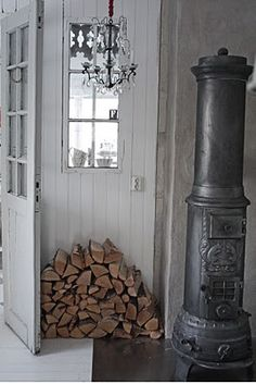 adore this cast iron wood heater Decor, Wood, Vintage Stoves, Interior, Hearth, Wood Heat, Old Stove, White Wash Walls, Wood Burning Stove