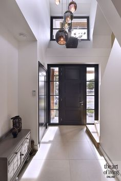 Modern Hall, Modern Entrance, Small Modern Home, House Entrance, Entrance Hall, Home Hall Design, 1920s Interior Design, Modern Home Interior, Small House Decorating