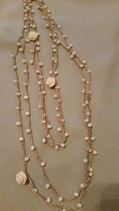 """<p>Ho realizzato queste collane con filo di seta lavorato all'uncinetto. Ho inserito tra le catenelle delle perline di vetro, alcuni charms e roselline di bachelite. Il tutto e' compreso in un kit di """"Atelier delle Idee"""". Ho iniziato infilando 130 perline nel filo di seta, ogni 25 perline ho inserito …</p>:"""