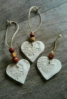 cornstarch clay ornaments with beads (cornstarch clay- baking soda, cornstarch, 1 water)Simple and pretty air dry clay heart ornaments.als Kette gestaltet MehrEmbossed air-dry clay tag or decoration -Better Than Salt Dough cup cornstarch 1 cup baking Salt Dough Christmas Decorations, Diy Christmas Ornaments, Homemade Christmas, Ornaments Ideas, Ornaments Design, Christmas Tree, Ornaments Image, Homemade Ornaments, Wood Ornaments