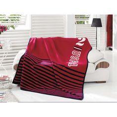 Kış aylarında sıcacık bir akşam geçirmek için ihtiyacınız olan tek ürün battaniye modelleridir. Bu soğuk havalarda battaniye kullanarak, soğuklardan rahatlıkla korunabilirsiniz. Özellikle ısınma masraflarından kısmak için battaniye modelleri çok yararlı olacaktır.