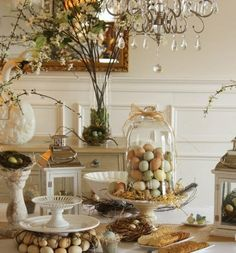 Bell jar decorating ideas deco beige green brown eggs straw nest branches biscuits