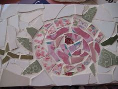 Hermance, another great idea for a Girls Night of Crafts: Homemade stepping stones are a sweet and sentimental addition to any mother's garden. Make your own from scratch or use a step-by-step kit- the possibilities are endless! Mosaic Tile Art, Mosaic Crafts, Mosaic Projects, Mosaic Glass, Homemade Stepping Stones, Mosaic Stepping Stones, Crafts For Kids, Arts And Crafts, Diy Crafts