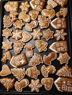 Billedresultat for joulupipari Gingerbread Decorations, Gingerbread Man Cookies, Xmas Cookies, Christmas Gingerbread, Christmas Decorations, Xmas Food, Christmas Cooking, Christmas Desserts, Christmas Treats