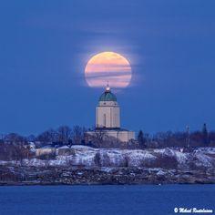 Full moon rising over Suomenlinna church, taken from Hernesaari, 16.3.2014