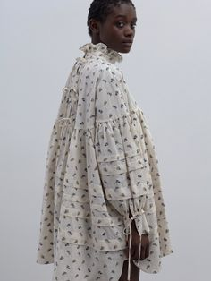 Cecilie Bahnsen operates at the intersection of couture and ready-to-wear to create luxury clothing with a relaxed, timeless style. Spring Summer Fashion, Autumn Fashion, Modest Fashion, Fashion Outfits, Women's Fashion, Black Girl Fashion, Fashion Tips For Women, Fashion Lookbook, Get Dressed