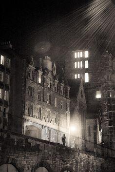 Edinburgh - Dead of Night.  It's an atmospheric place in the dark! #EdinHour