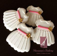 Baptism Dress cookie favor , First communion dress cookie favor, Christening favor cookies (1 dozen) de MarianasBakery en Etsy https://www.etsy.com/es/listing/270175329/baptism-dress-cookie-favor-first