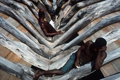 Alex Webb HAITI Leogane. 2000. Ship builders relaxing. This boat is typical of those used to sail to Miami.