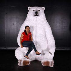 Vous cherchez une idée pour vous faire remarquer , voici un ours blanc géant de 2.26 mètres de hauteur ,conçu pour prendre des photos qui seront exceptionnelles et surprenantes . Idéal pour vos décors de Noël ,son regard attendrissant fera craquer petits...
