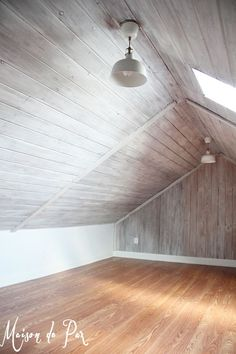 Attic with Whitewashed Plank Walls and Ceiling | Tutorial by Maison de Pax on Remodelaholic.com White Wood Kitchens, Kitchen Wood, Painting Wood Paneling, Ceiling Painting, Dark Wood Floors, Wood Walls, Painted Wood Ceiling, Wood Bedroom, Master Bedroom