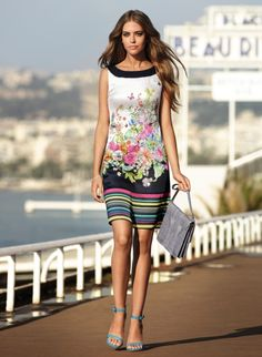 Tendinte primavara-vara 2013: 12 rochii in imprimeuri florale deosebite: Rochie cu dungi si motive florale