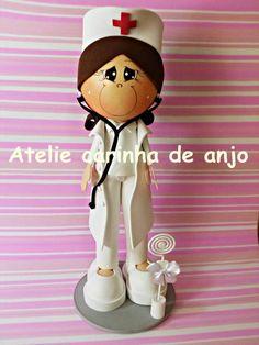 Boneca fofucha feita de EVA. R$ 30,00