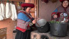 Video demostrativo por familia (minka) peruana en Chinchero, donde enseñan algunas hierbas y plantas que utilizan en el proceso de lavado de la lana de oveja...