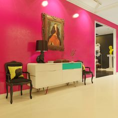 Interior, Pink Foyer White Pop Art Table Classic Wooden Chair Cat Stand Lamp: Modern Pop Art Design and Its Beauty