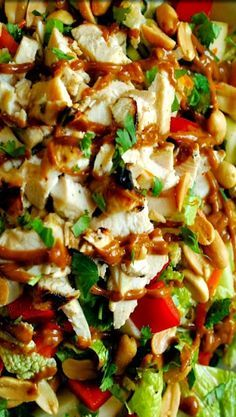 Healthy Thai Chicken Salad with Spicy Thai Peanut Sauce Thai Chicken Salad with Spicy Peanut Dressing Uses sweet chili sauce Asian Recipes, Healthy Recipes, Ethnic Recipes, Peanut Recipes, Juice Recipes, Simple Recipes, Unique Recipes, Ensalada Thai, Thai Salat