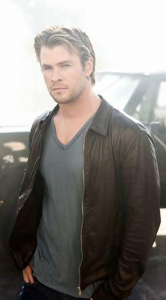 My new boyfriend looks just like Chris Hemsworth