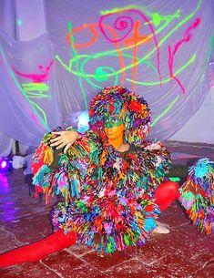 """Performance en la exposición de David Grau, con Noemie como """"curator"""", llamada: """"Pintando con la oscuridad"""" en el Atelier Güell Exhibitions, David, Painting, Art, Darkness, Art Background, Painting Art, Kunst, Paintings"""