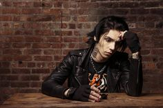 Andy Biersack is flipping gorgeous!!!!!!!