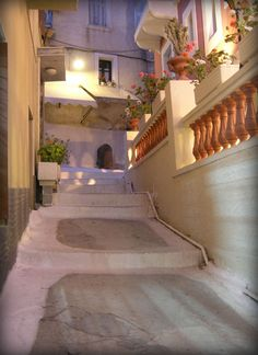 alleys in Poros Island......Someone sure knows their lighting design