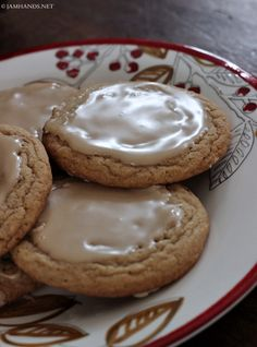 Jam Hands: Amish Brown Sugar Cookies w/ Maple Glaze If you are craving a maple sweet, these cookies hit the spot. Maple isn't in the cookie dough which I was debating adding, but in the end I went… Amish Sugar Cookies, Maple Cookies, Brown Sugar Cookies, Sugar Cookies Recipe, Bar Cookies, Cookie Glaze, Cookie Frosting, Cookie Desserts, Cookie Recipes