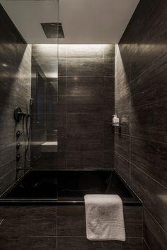 Les architectes de CHUA ont été embauchés pour transformer cet étroit et sombre appartement de 75 m2 dans l'Upper West Side de Manhattan en un loft lumineu
