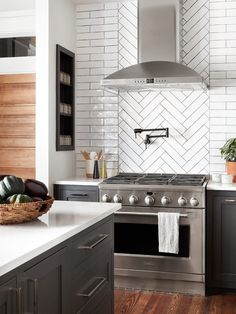 "The 10 Most Brilliant Kitchen Ideas Chip and Joanna Ever Had on ""Fixer Upper"" 