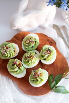 jajka faszerowane awokado Easter Dishes, Fresh Rolls, Appetizers, Menu, Cooking, Ramadan, Ethnic Recipes, Food, Salad