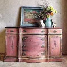 Adding That Perfect Gray Shabby Chic Furniture To Complete Your Interior Look from Shabby Chic Home interiors. Chalk Paint Furniture, Hand Painted Furniture, Distressed Furniture, Funky Furniture, Refurbished Furniture, Repurposed Furniture, Shabby Chic Furniture, Shabby Chic Decor, Furniture Projects