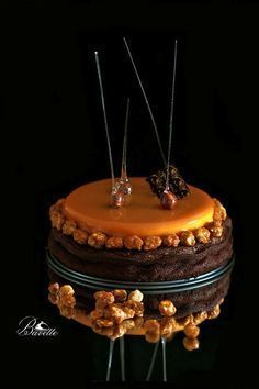 Brownie and mango mousse Brownie Recipes, Cake Recipes, Decoration Patisserie, Fancy Desserts, Just Cakes, French Pastries, Pastry Recipes, Cake Shop, Confectionery