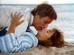 The Thorn Birds ~ Father Ralph (Richard Chamberlain) kisses Meggie (Rachel Ward). Rachel Ward, Richard Chamberlain, Die Dornenvögel, The Thorn Birds Movie, Jane Austen, Amor Romance, Movie Kisses, Kiss Photo, Barbara Stanwyck
