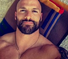 Handsome man and looks good =) Scruffy Men, Hairy Men, Bearded Men, Bald With Beard, Bald Men, Beard Styles For Men, Hair And Beard Styles, Beautiful Men Faces, Gorgeous Men