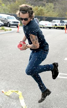 """Harry Styles plays around on set as One Direction celebrates """"1D Day"""" at YouTube Space LA with a 7-hour livestream 23.11.13"""