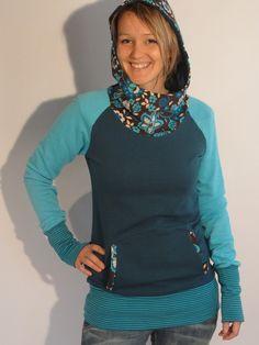 °Hoody aus petrol und türkis Sweat-Shirt-Stoff (angerauht)  °Kapuze und schönem passendem Cord und aufgesetzter Tasche  °langen Ärmeln zum einkuscheln