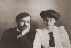 childrens-corner: Claude Debussy y Rosalie Texier, su primera esposa. Claude Debussy, Erik Satie, Classical Music Composers, Star Costume, People Of Interest, Music Humor, Concert Hall, Conductors, Historical Photos